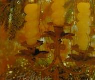 Подсвечник с тремя свечами у новогодней ёлки