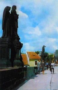 Прага. Скульптуры на Карловом мосту.