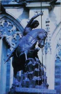 Прага. Одна из скульптур Пражского града.